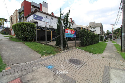 Terreno Comercial À Venda Com 332m² Por R$ 680.000,00 No Bairro Água Verde - Curitiba / Pr - Te0242
