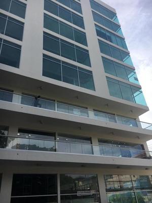 Local En Torre Empresarial Con Área Social En Bella Vista