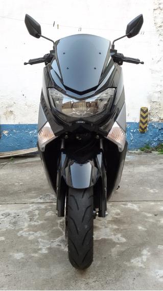Yamaha N Max 160 Preta