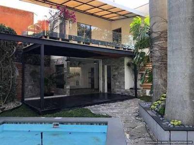 (crm-1404-3238) Se Vende $ 4600,000 Y Renta $ 21,000 Casa Con Alberca Y Vigilancia En
