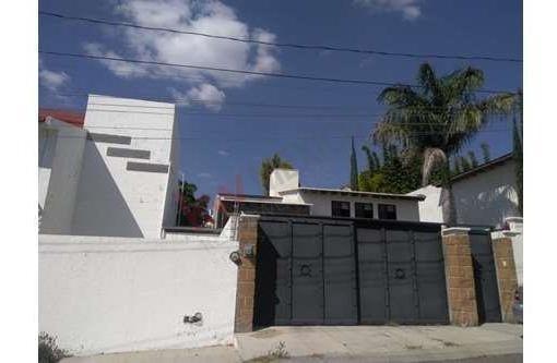 Excelente Casa En Privada Juriquilla A Un Super Precio, Muy Amplia Y Con Excelente Distribuición