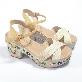 Sandália Com Plataforma Bordada Flores Mariotta