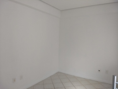 Sala Comercial 50m² Na Trindade - 74534