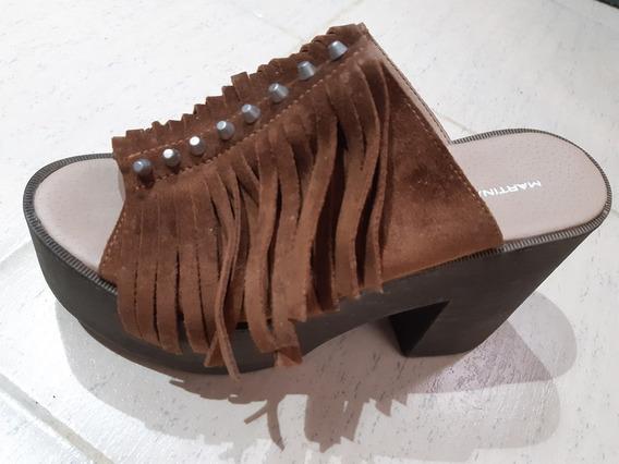 Zapatos. Zuecos Marrones De Gamuza. Martina Di Trento