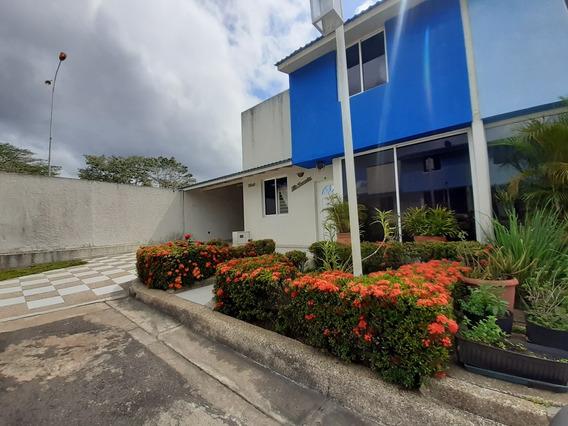 Town House En Venta Con. Res. La Arboleda Sector Los Olivos