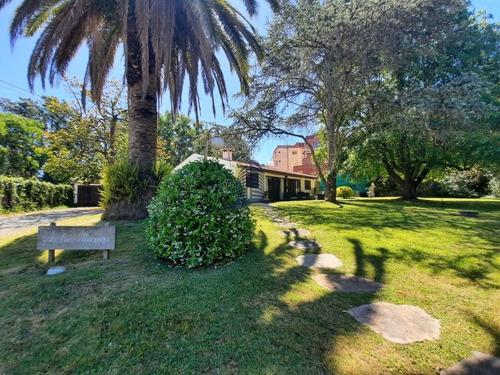 Hermosa Casa En Venta, Barrio San Rafael- 3 Dormitorios- Ref: 1398