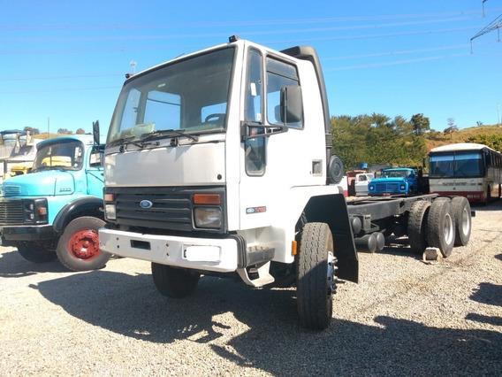 Ford Cargo 2422 No Chassi / Traçado