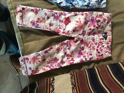 Pantalón De Jean Con Flores Jordan