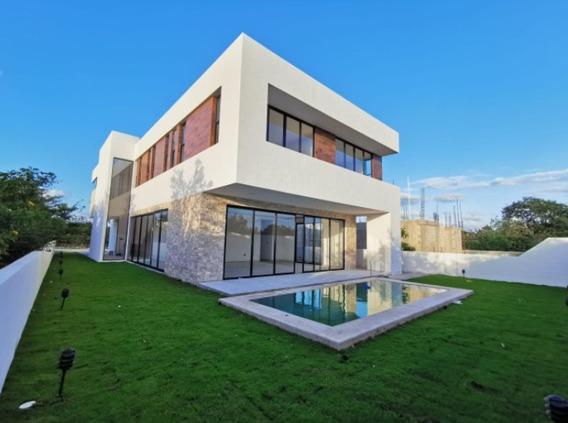 Hermosa Residencia En Venta, Privada Oasis (55) Yucatán Country Club