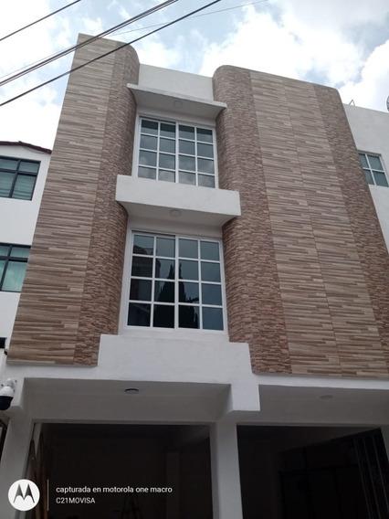 En Calle Cerrada, Condominio Privado, En 1er Piso A Media Cuadra De Centenario