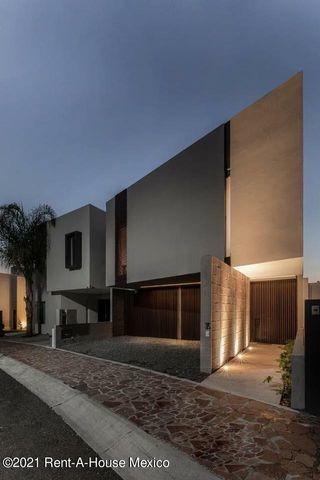 Imagen 1 de 11 de La Cima. Casa Estilo Moderno