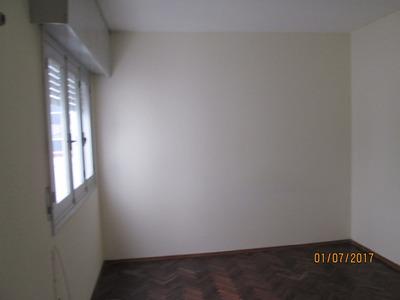 Apartamento, Grande, 4 Ambientes, 1 Dormitorio.