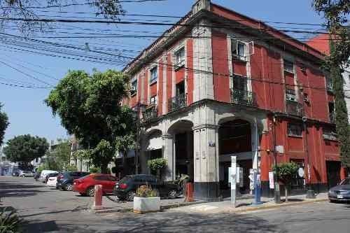 Casa De 3 Niveles Con 3 Recámaras. ¡ubicación Inmejorable!