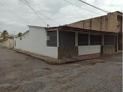 Casa Venta Las Acacias Maracay 20-18479 Chm
