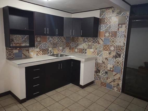 Alquiler De Amplio Y Seguro Apartamento