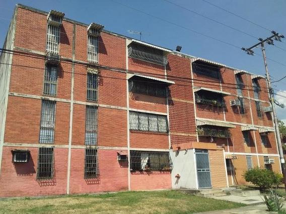 Apartamento En Venta Urb Fundacion Maracay/ 20-7642 Wjo