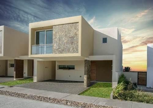 Casa En Venta En El Refugio, Queretaro, Rah-mx-19-640