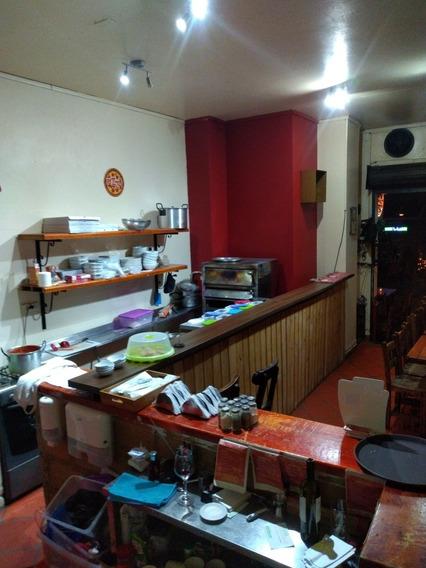 Restaurante, Pizzería-con Licencia Para Venta De Licores.