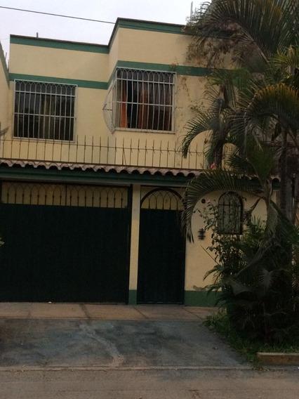 Ate, Propietario Vende Hermosa Casa, Incluye Cochera.