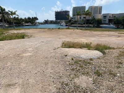 Terreno En Venta, Ubicado En Puerto Cancún / Land For Sale Located In Puerto Cancun
