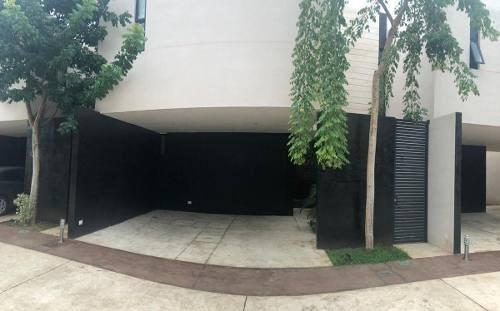Townhouse En Vía 33 - Fraccionamiento Montebello