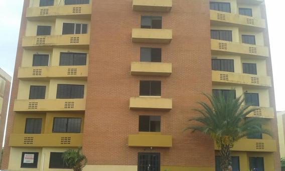 Se Alquila Apartamento Amoblado Conj. Residencial Montalban