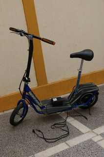 Patín Scooter Electrico Mongoose M200