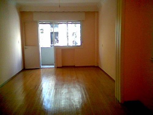 Imagen 1 de 4 de Dueño Vende. Apartamento Centro Al Frente Categoría Impecab