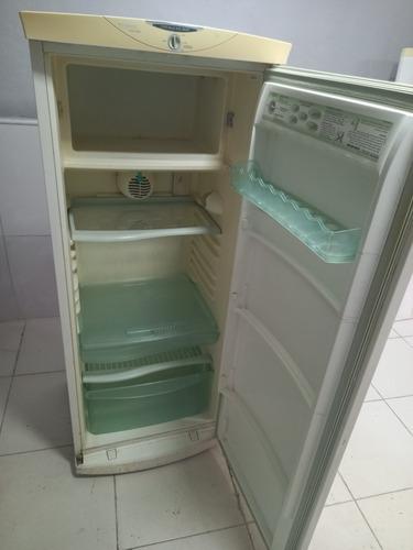Imagem 1 de 5 de Geladeira Brastemp Insede Freezer