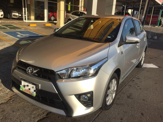 Dm Toyota Yaris Premium Color Plata