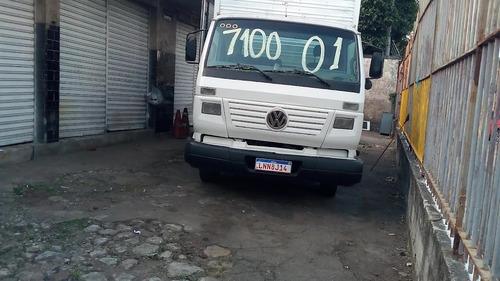 Imagem 1 de 8 de Vw 7100 Baú 2001