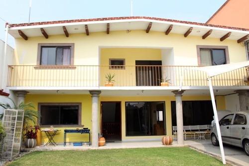 Casa Sola En Lomas De Tetela / Cuernavaca - Roq-485-cs