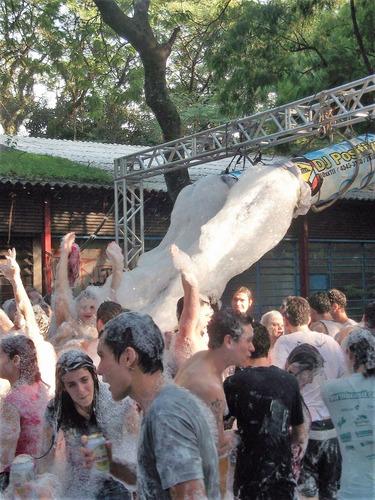Imagem 1 de 9 de Locação De Maquinas P/ Festa Da Espuma Ou Banho De Espuma