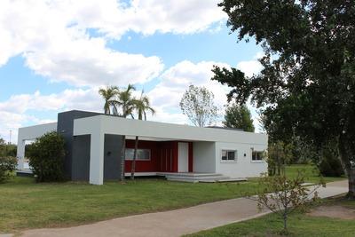 Casa Isla Del Este Estilo Racionalista Impecable !!!