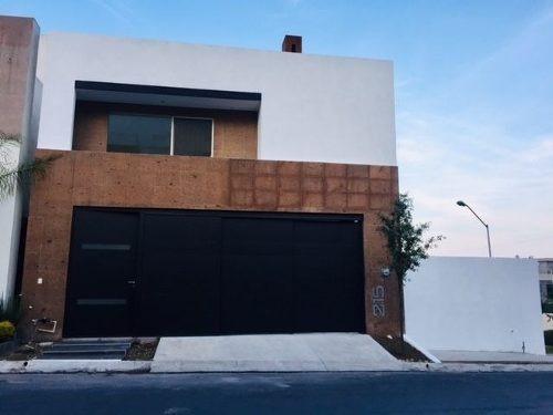 Casa En Renta En Monterrey En Cumbres Madeira 4 Niveles