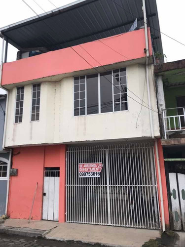 Imagen 1 de 9 de Casa De Dos Pisos, Son Dos Departamentos Más Terrasa