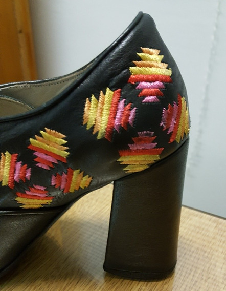 Sofi Martire Zapatosde Cuero Negros Bordados Impecables