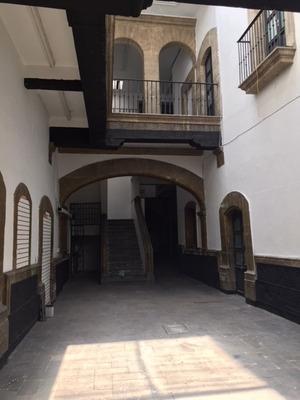 Bonito Edificio Antiguo En Pleno Centro.