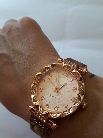 Relógio Feminino Dourado Com Strass E Pulseira Magnética