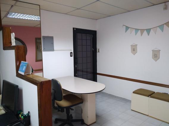 Alquilo Oficina Amoblada Las Delicias 04145887434