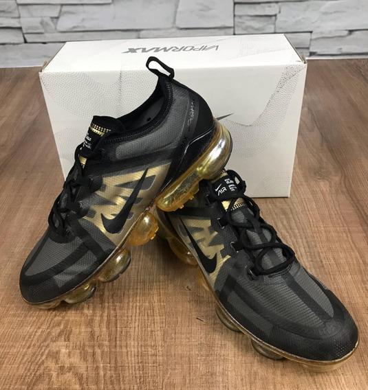 Tênis Nike Air Vapormax Preto/dourado