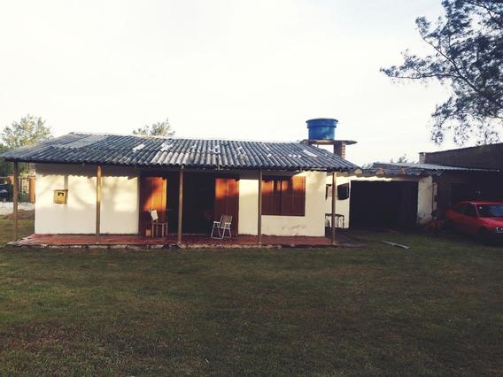 Casa De Praia Com 1 Suíte, 3 Quartos, 2 Banheiros E Garagem.