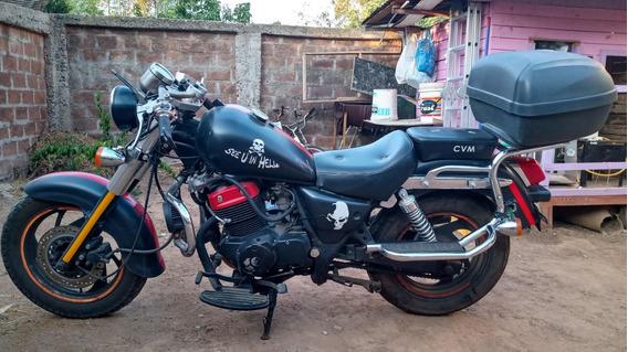 Moto Lifan 250.