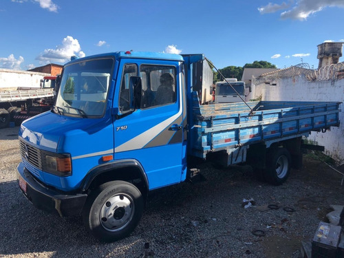 Caminhão M710