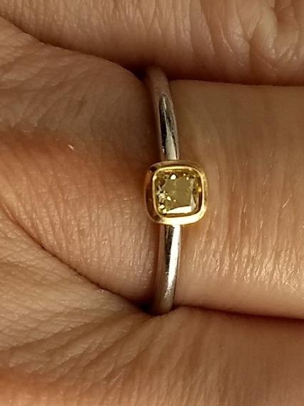 Anel Tiffany. Diamante Amarelo 0,21 Ct