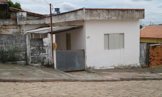 Casa Com Três Cômodos Quarto,cozimha,sala.banheiro,varanda