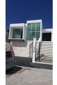 Casa En Venta En Real De Juriquilla, Club Deportivo A 1 Minuto, Accesos Rapido Al Libramiento, Escuelas Cercanas