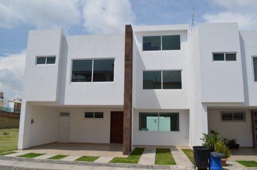 Se Renta Bonita Casa En La Zona De Zerezotla San Pedro Chol.