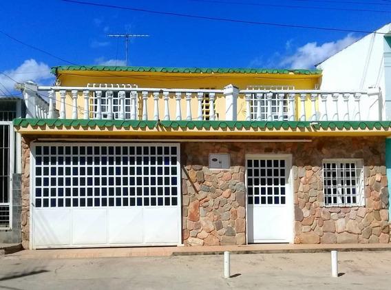 Casa De 2 Plantas En Las Mercedes Sector 1