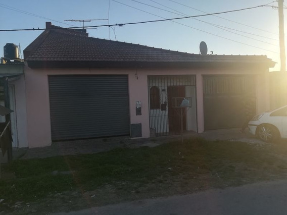 Venta De Casa 2 Dormitorios En Del Carmen Oeste, La Plata.